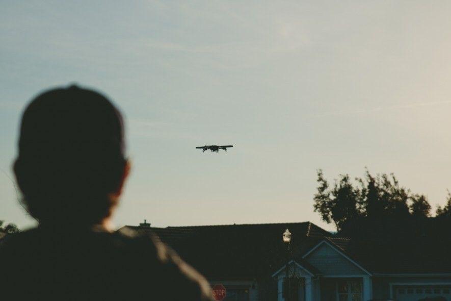 Immer mehr Menschen nutzen private Drohnen im städtischen Raum. Experten befürchten, dass die Flugobjekte zu Waffen umfunktioniert werden könnten – mit potenziell verheerenden Konsequenzen.