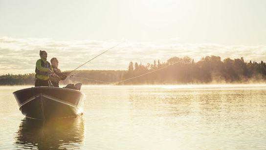 Der Park bietet auf 2.000 Kilometern an Seen- und Flussrouten erstklassige Möglichkeiten zum Angeln und für ...