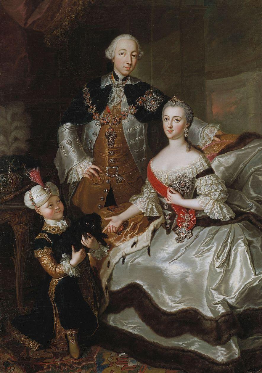 Katharina die Große posiert mit ihrem Ehemann Peter III. und ihrem Sohn Paul I. der später ...