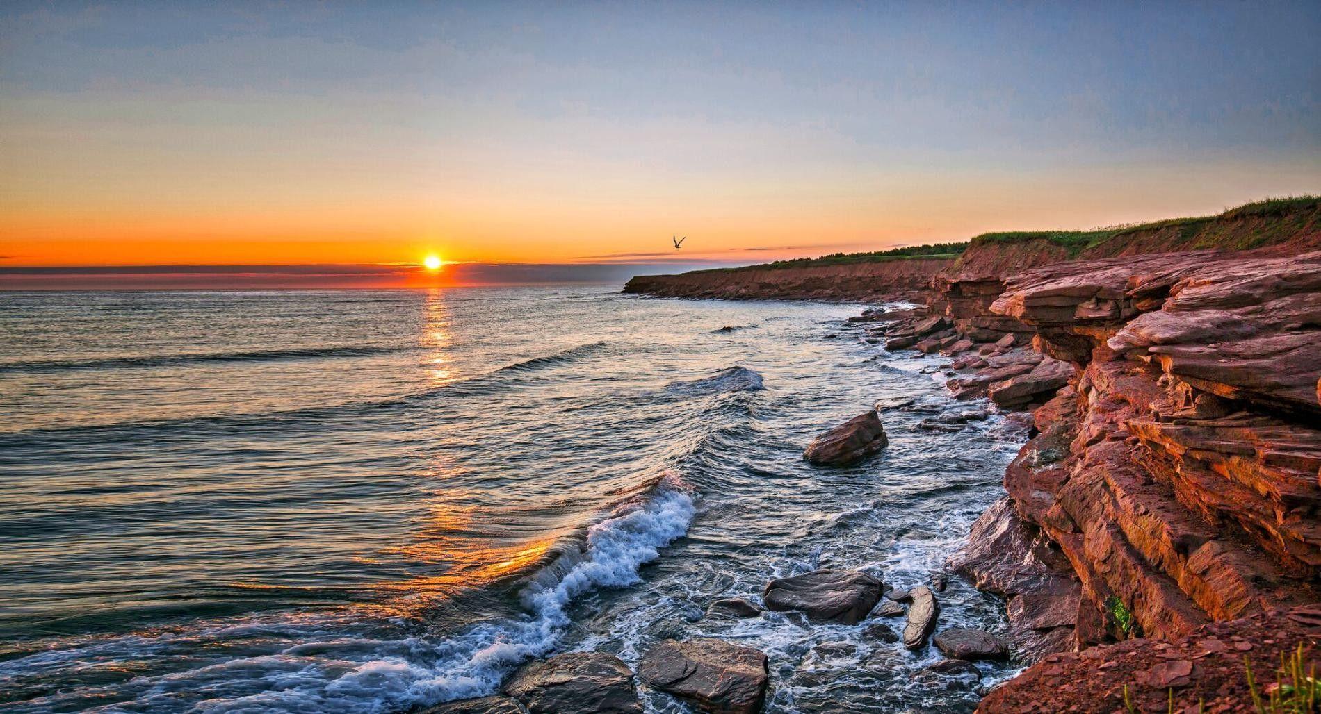 Sonnenuntergang über Cavendish Beach auf Prince Edward Island.