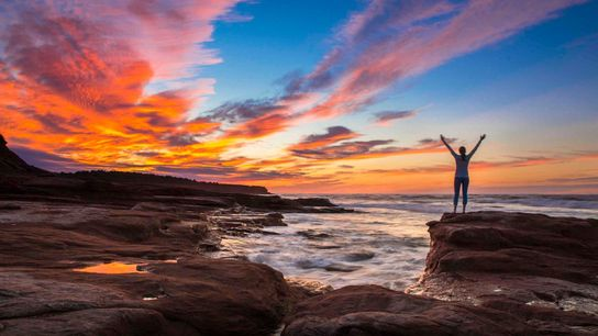 Sonnenuntergang über dem Cavendish Beach im Prince-Edward-Island-Nationalpark.