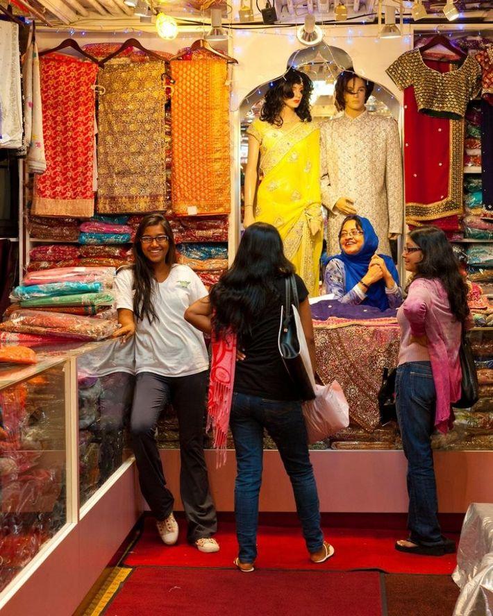 Im Chandan in Torontos Little India steht authentische indische Mode zum Verkauf.