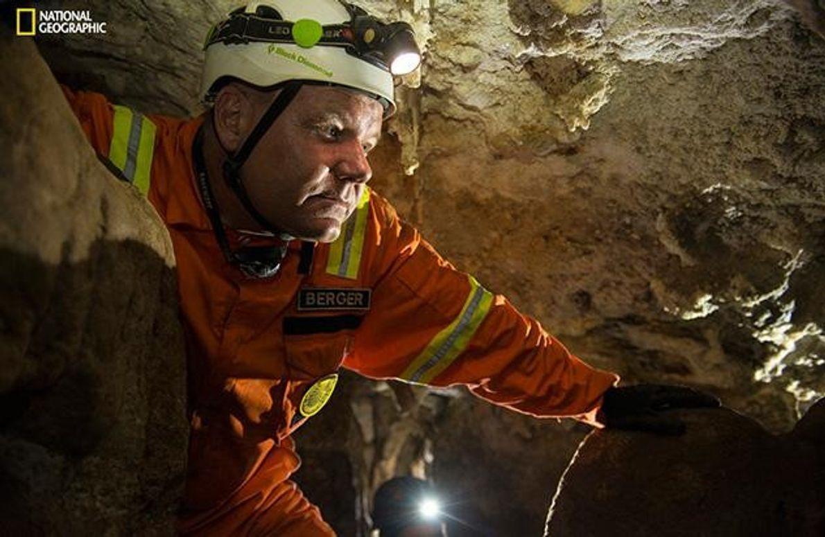 Lee Berger leitete die Expedition in Südafrika. Er ist Professor für Paläontologie an der Witwatersrand Universität …