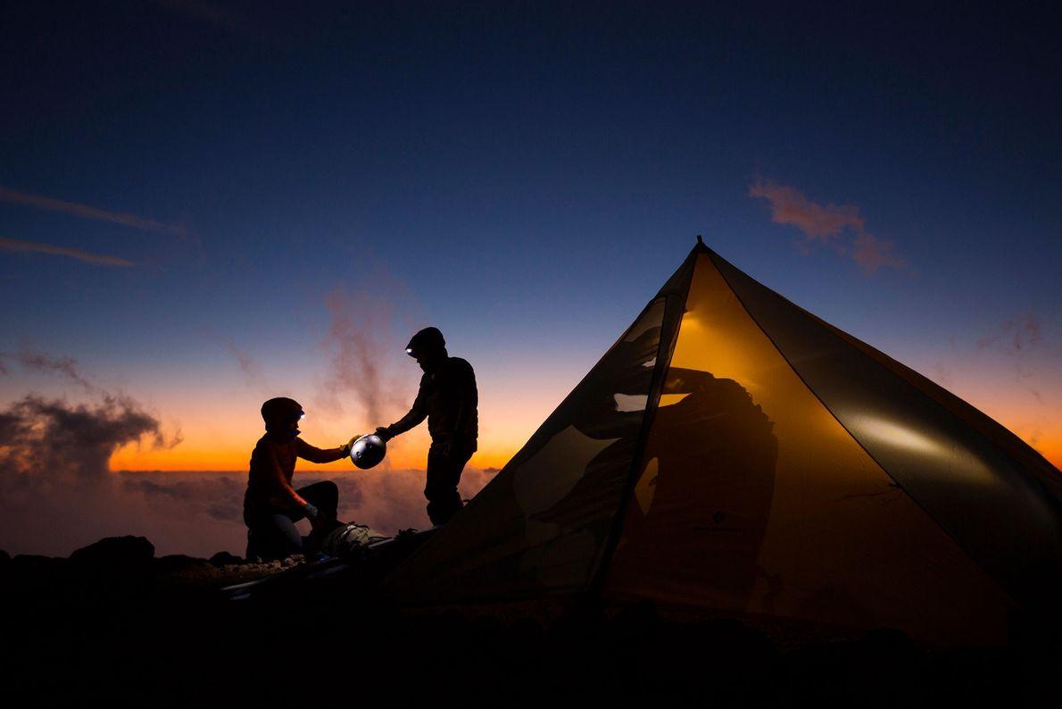 Zwei Camper und Sonnenuntergang