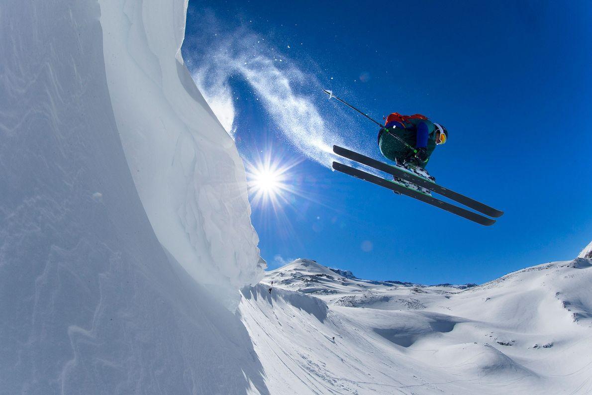 Ein professioneller Freeskier