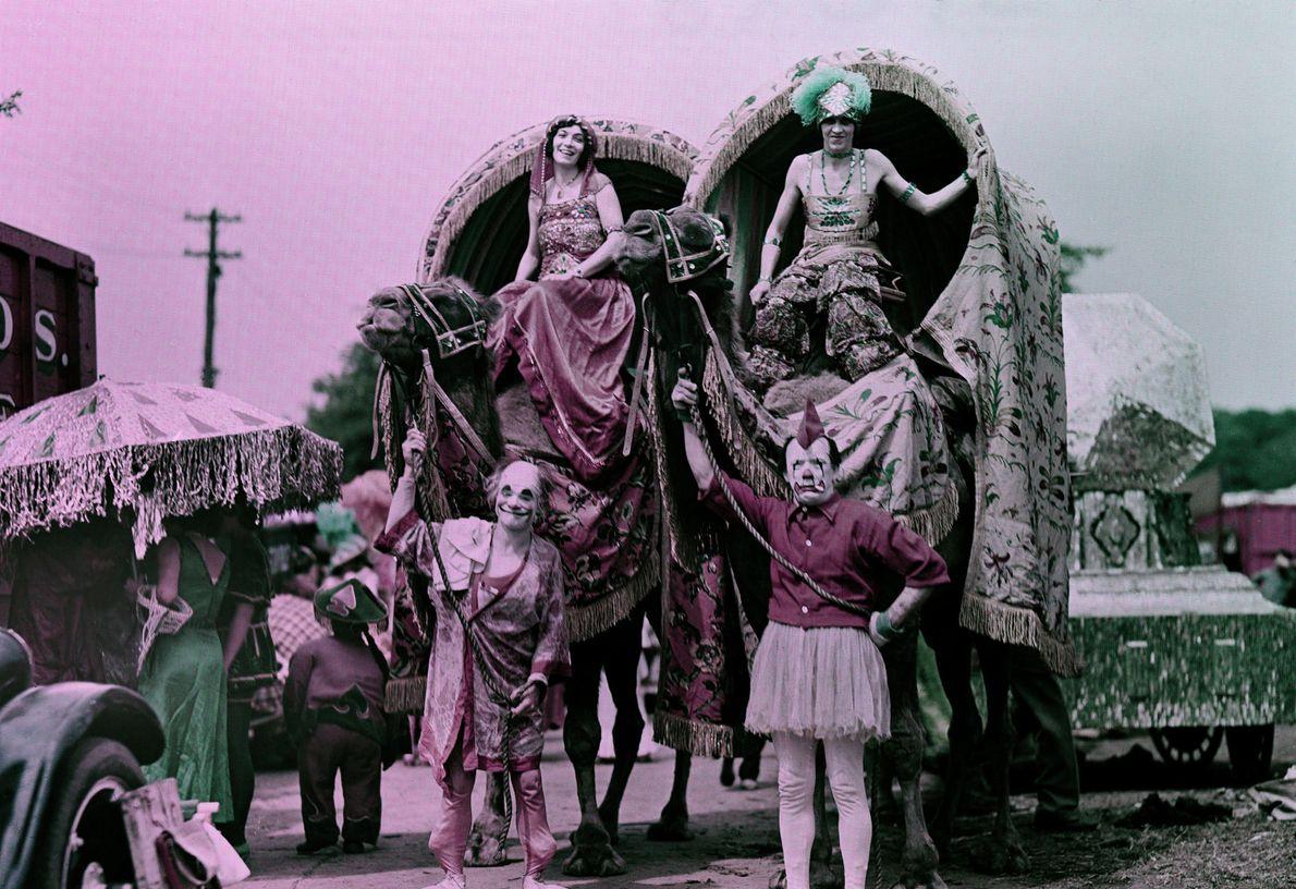 """""""Der Adel wird von der Clownerie in die Parade geführt. Selbst diese albernen Stallburschen können der ..."""