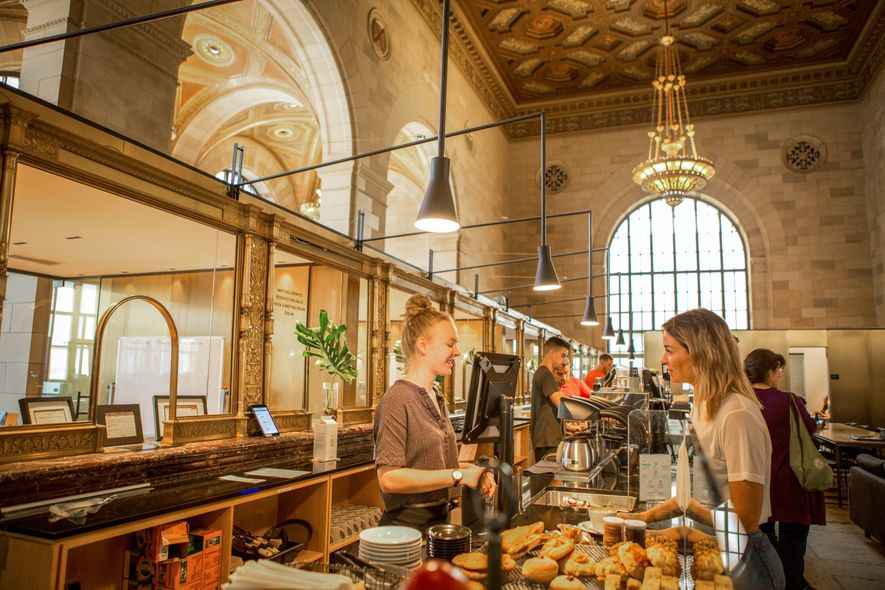 Das Crew Collective & Café ist ein repräsentatives Beispiel für die zeitgenössische Kaffeekultur der Stadt sowie …