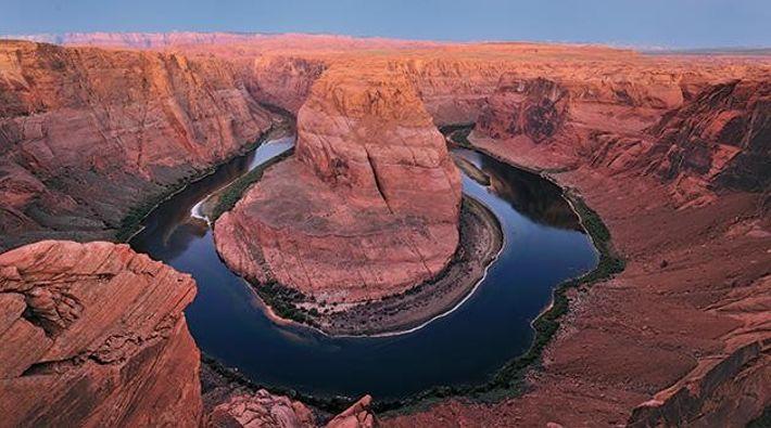 Aus einem Dünenmeer haben Wasser und Wind im Südwesten der USA eine dramatische Sandstein-Landschaft geformt. Ihr ...
