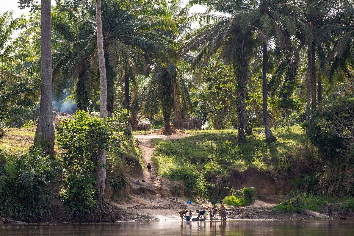 KONGO Nach vielen Namensänderungen änderte die Republik Zaire 1997 ihren Namen wieder in die Demokratische Republik Kongo.