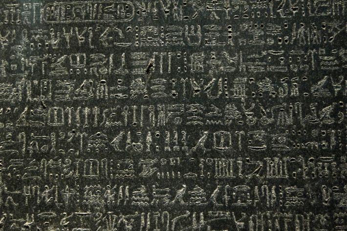 Der Stein von Rosette soll 196 v. Chr. in der ptolemäischen Ära angefertigt worden sein.