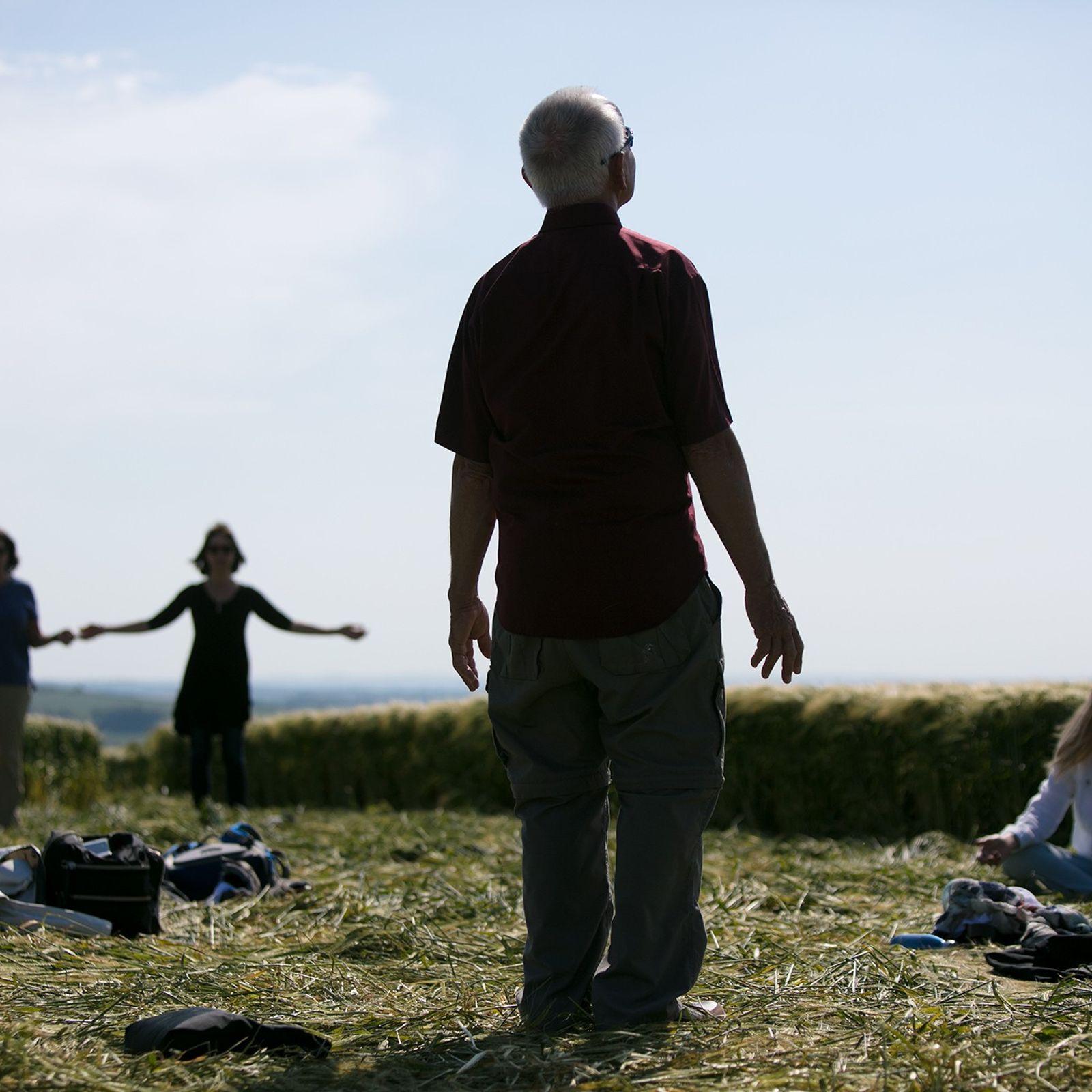 """Eine Gruppe von Amerikanern auf einer """"heiligen Reise"""" nach Glastonbury führt in Dorset in der Mitte ..."""