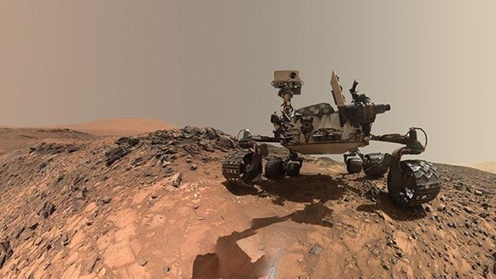 """Seit 2012 erkundet der Nasa-Forschungsroboter """"Curiosity"""" die Oberfläche des Roten Planeten und schickt manchmal auch Selfies ..."""