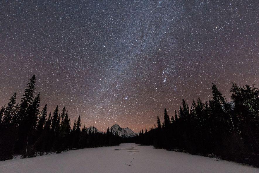 Blick auf die Milchstraße im Jasper Nationalpark.