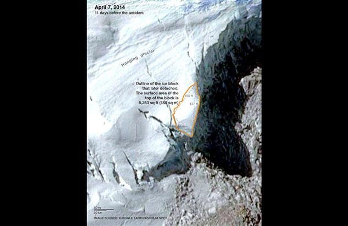 Die Oberfläche des Eisblocks, der sich elf Tage später lösen wird, ist orange umrandet.