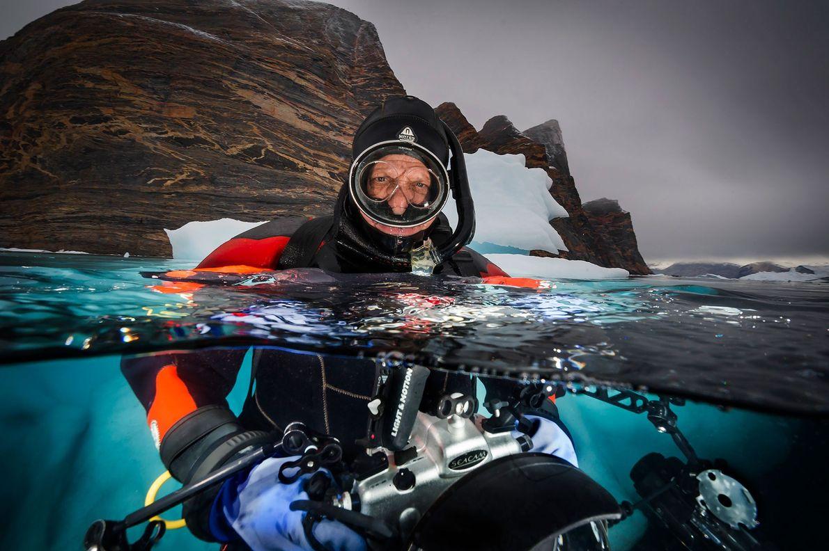 David Doubilet fotografiert Eisberge in der Nähe von Red Island im Scoresby Sund, Grönland.
