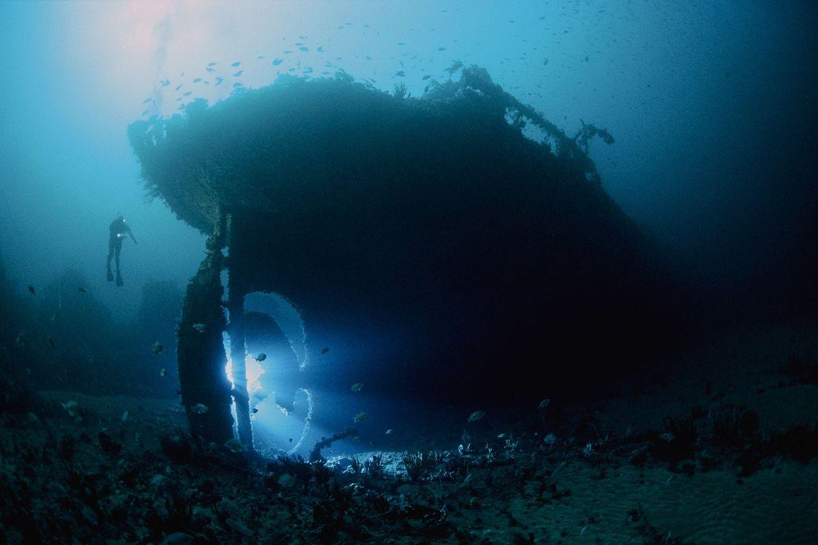 Die SS Nord, ein 82 Meter langer Öltanker, sank im Jahr 1915. Das Wrack steht aufrecht ...