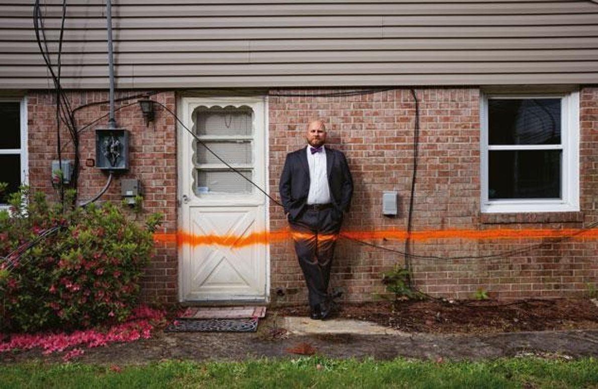 Eine orangefarbene Linie zeigt es an: So hoch stand das Wasser in dieser Gegend von Chesapeake, …