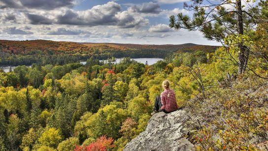 Allein die Herbstfarben der wilden Wälder Kanadas sind eine Reise in dieses faszinierende Land wert. Im ...