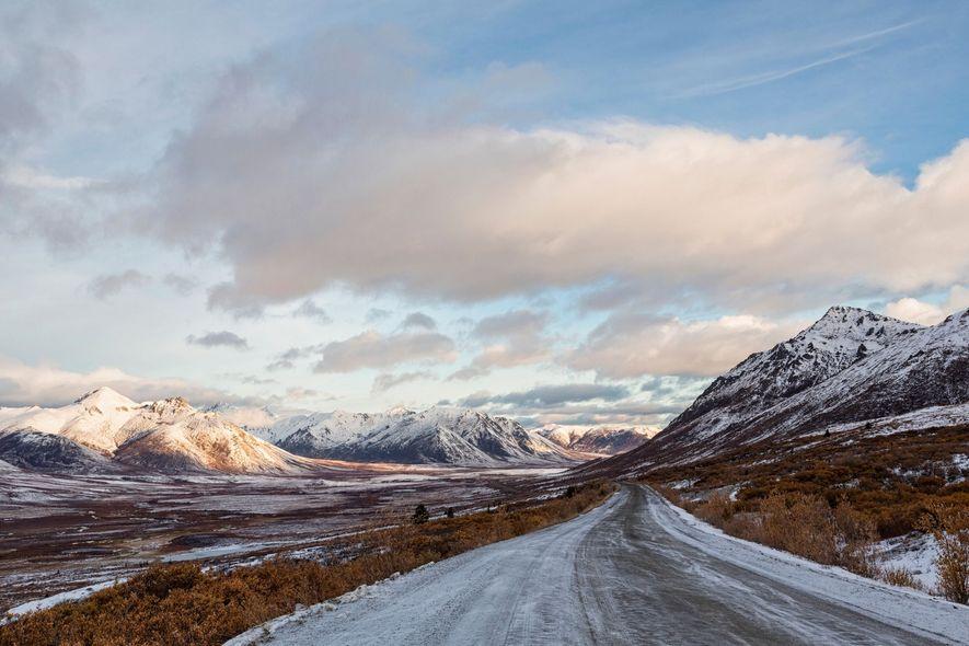Eine Fahrt auf den Eispisten des Dempster Highways ist Abenteuer pur. Die nördlichste Straße Kanadas führt ...