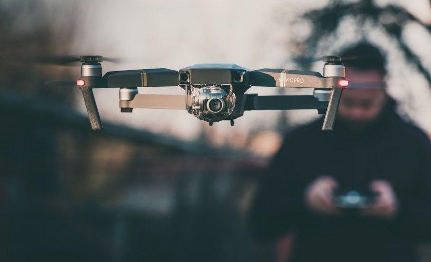 In einigen Ländern gelten Drohnen als Luftfahrzeuge. Um sie abzuschießen, ist eine staatliche Genehmigung nötig.
