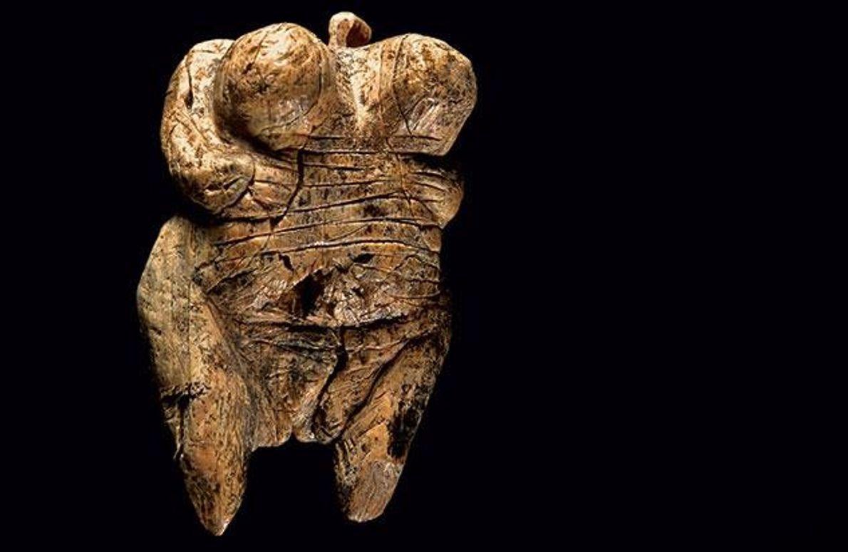 Die 2008 gefundene Venus-Statuette aus der Höhle Hohle Fels nahe Blaubeuren ist die älteste zweifelsfreie Darstellung …