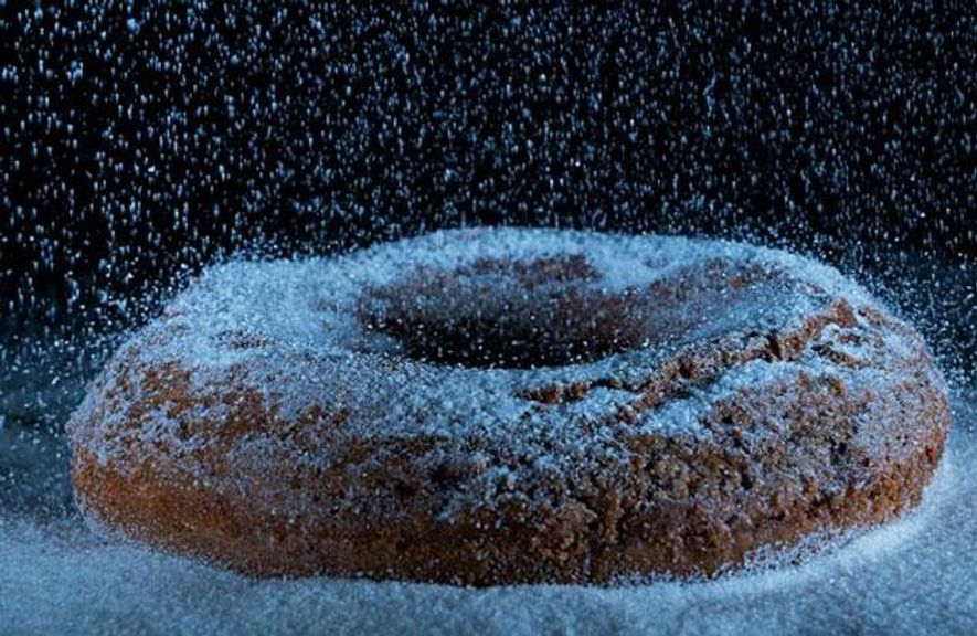 Der holländische Olykoek, ein im 16. Jahrhundert erfundenes ausgebackenes Teigbällchen, gilt als Vorläufer des Donuts.