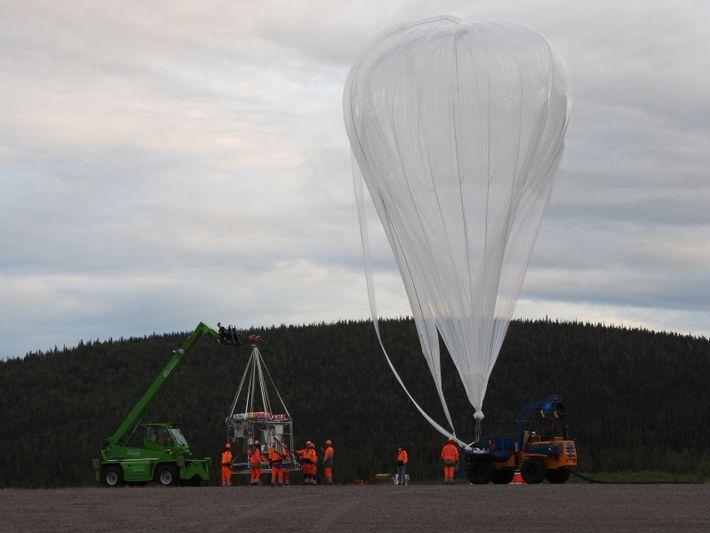 Mit Forschungsballons lässt sich die Konzentration ozonschädlicher Stoffe selbst in 30 Kilometern Höhe messen.
