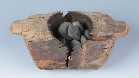 2.500 Jahre alte Gräber auf dem Friedhof Jirzankal im Westen Chinas enthielten hölzerne Feuerschalen, in denen ...