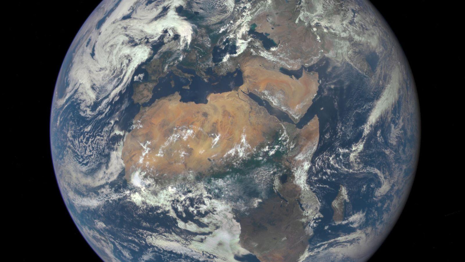 Das Deep Space Climate Observatory der NASA machte dieses Bild unseres Heimatplaneten aus einer Entfernung von ...