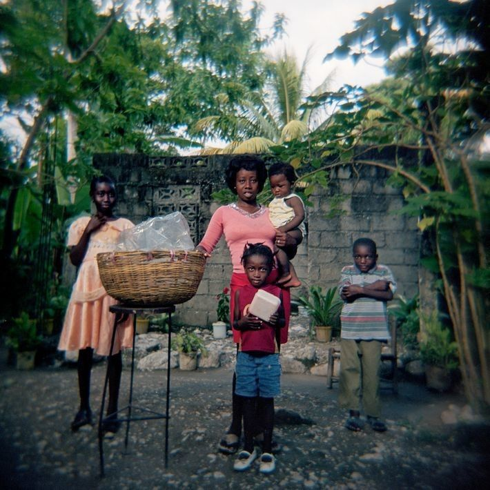 """""""Ich kaufe jeden Tag Brot von ihr"""", sagte der haitianische Fotograf Smith Neuvieme über seine Mitbürgerin ..."""