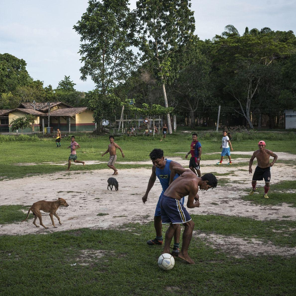 Munduruku spielen Fußball