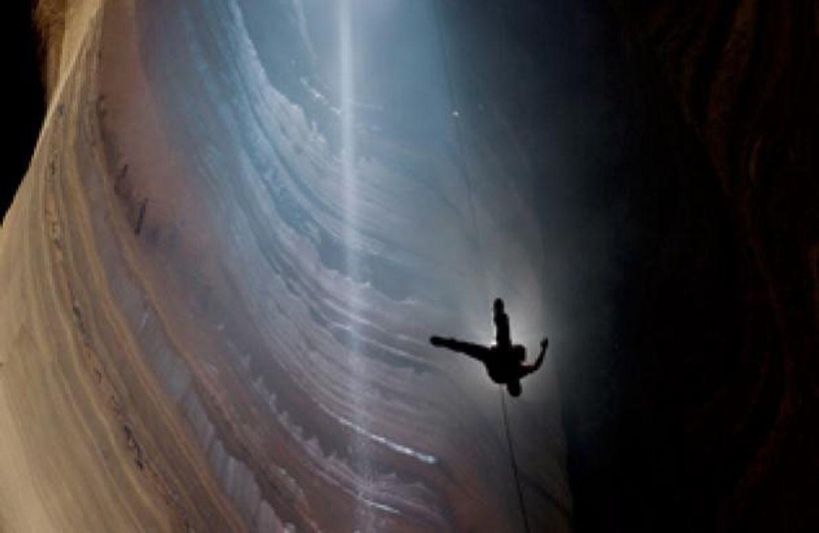 """In der Kaverne """"Fantastic"""" geht es 179 Meter lotrecht abwärts. Es ist der längste durchgehende Höhlenschacht …"""