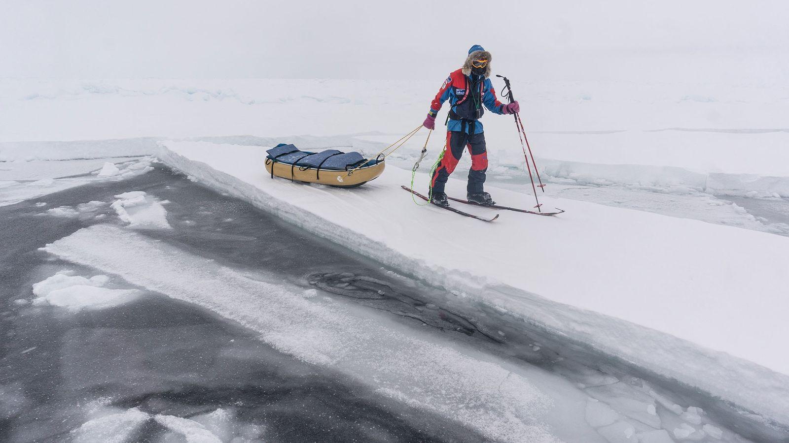 Manchmal hatten Larsen und Ryan Water keine Wahl und mussten einem sicheren Weg auf dem Eis ...