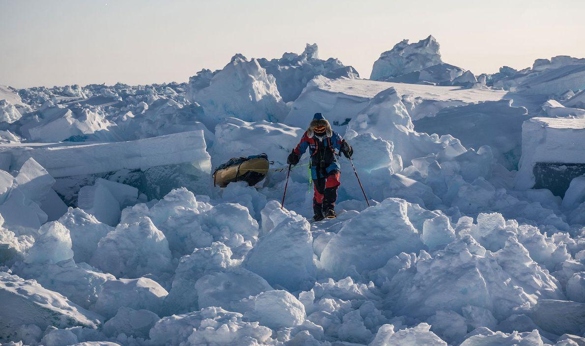 Frisches Eis ist dynamisch, immer in Bewegung und erschafft chaotische Haufen, die das Navigieren erschweren.