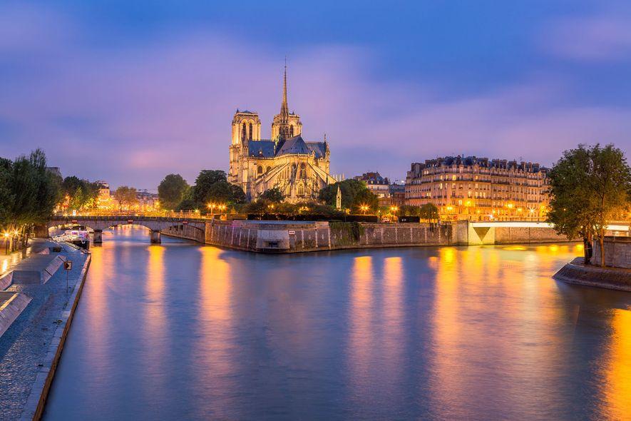 NOTRE-DAME DE PARIS, FRANKREICH   Eine der berühmtesten mittelalterlichen Kathedralen ist Notre-Dame de Paris. Das beeindruckende ...