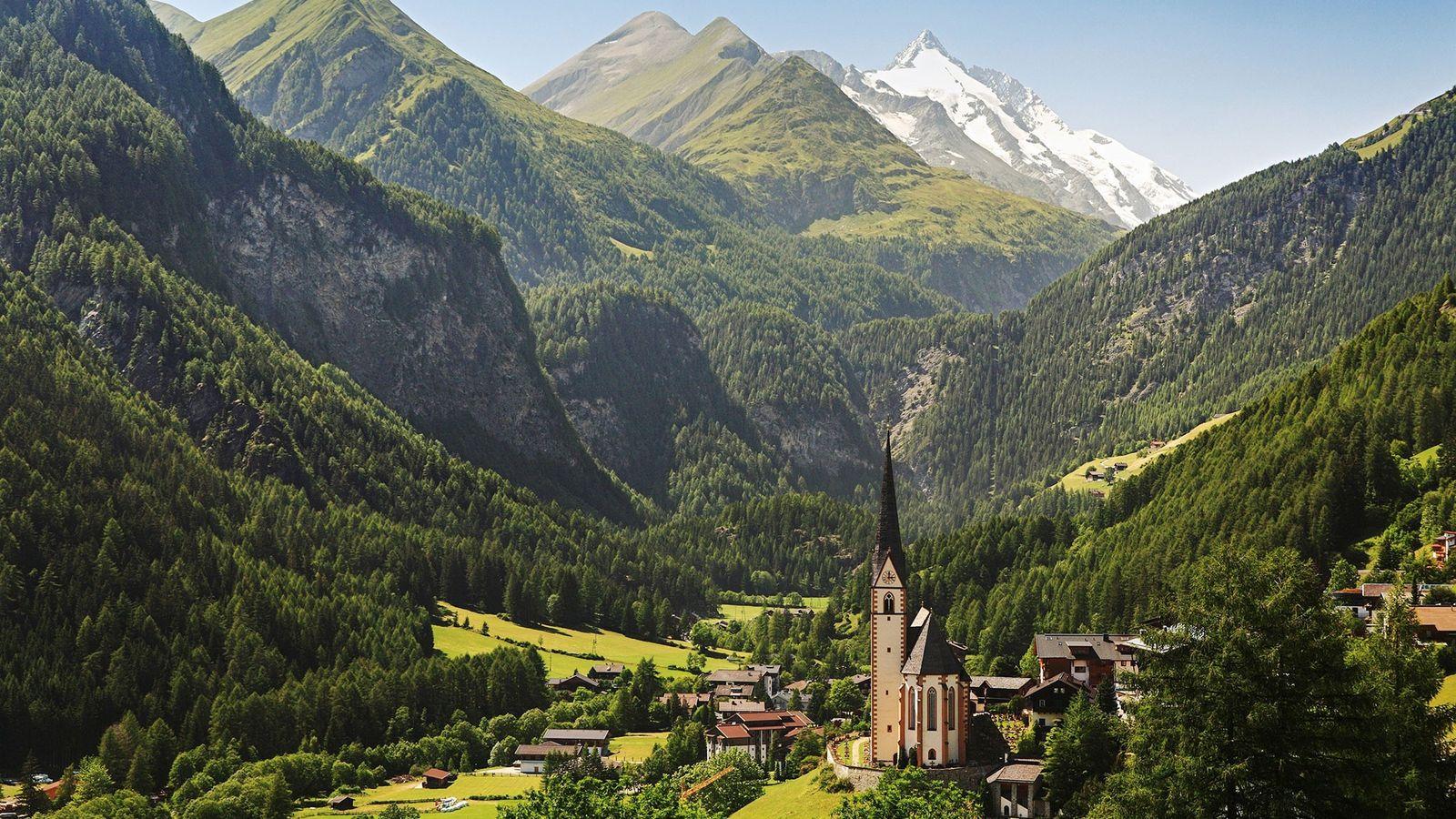 Der erste Abschnitt des Alpe Adria Trails führt Wanderer vorbei an Heiligenblut, einer bekannten Pilgerkirche.