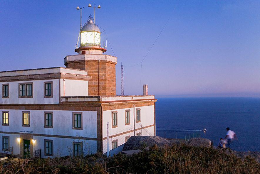 Der Leuchtturm am Kap Finisterre ist nur einer von vielen, dem Wanderer auf dem Jakobsweg begegnen ...