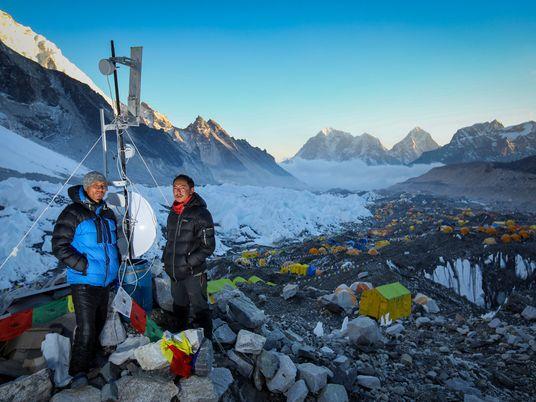 Wie ein Sherpa den Mount Everest mit Wi-Fi versorgt