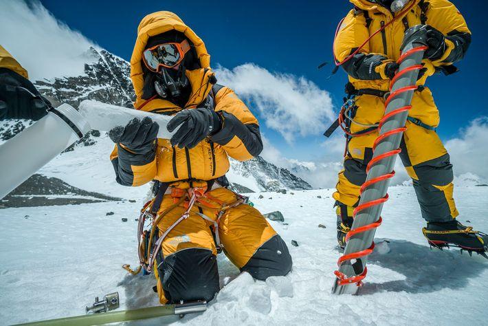 Bohrungen am Everest