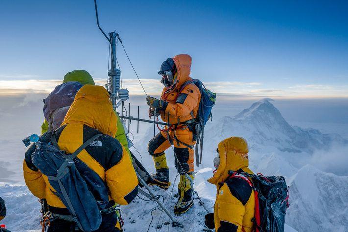 Forscherteam auf Everest