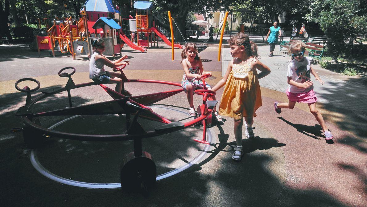 Die Your Shot-Fotografin Toni Minchev besuchte mit ihrer Tochter einen Spielplatz in ihrer Heimatstadt Plowdiw in ...