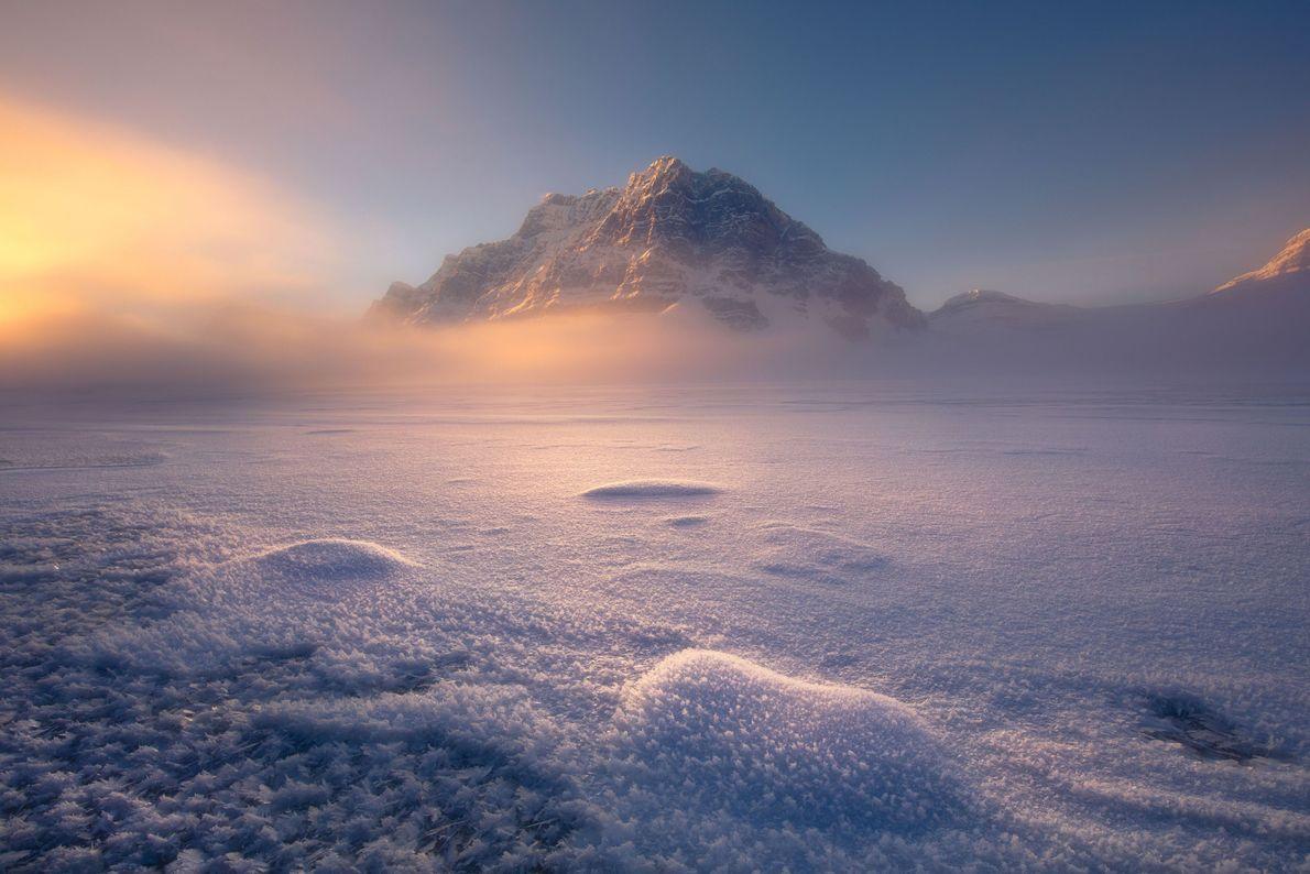 Sonnenaufgang am Bow Lake im Banff-Nationalpark