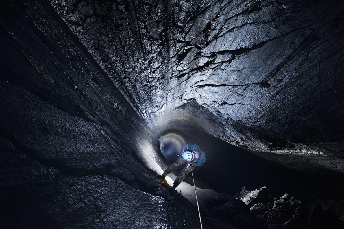 Piratenbrunnen - die Schachthöhle von Aphanicé in Frankreich