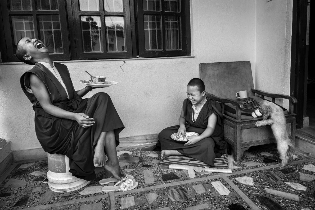 Zwei junge buddhistische Mönche in Kathmandu