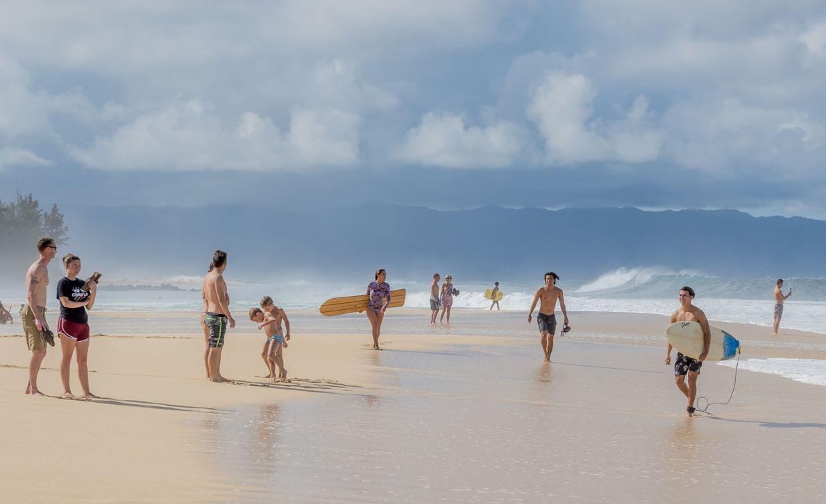 Strandbesucher am North Shore von Oahu, hawaii