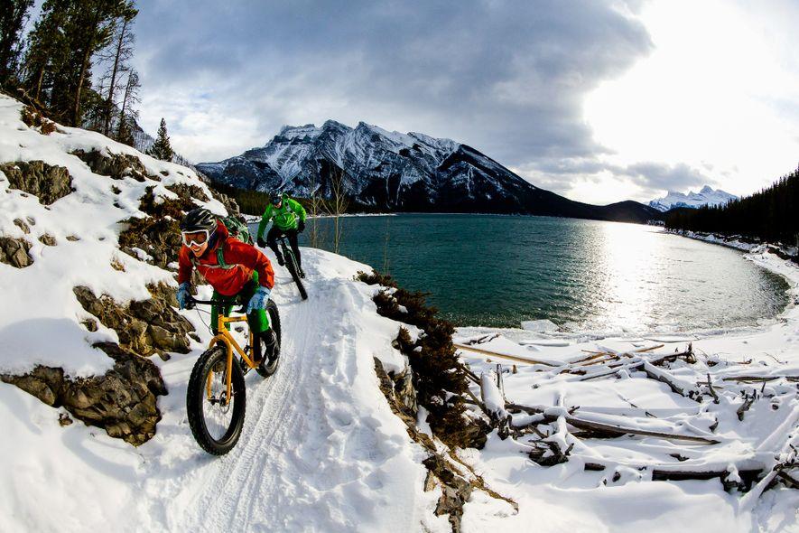 Im Winter geht es mit Fat-Bikes durch den Banff Nationalpark in Alberta.