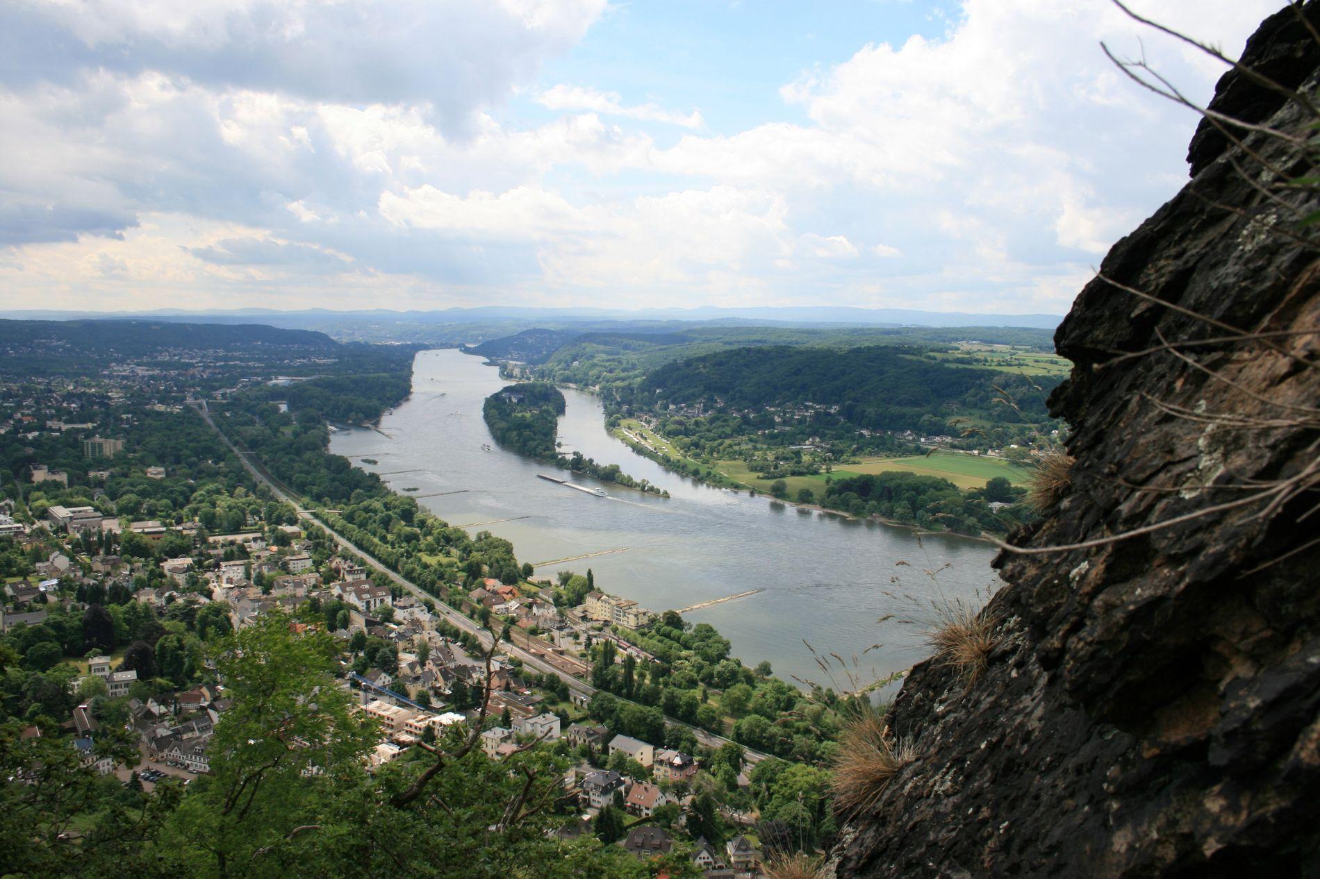 Blick auf das Rheintal: Die 321 Höhenmeter des Drachenfels ringen alpinen Kletterern zwar nur ein müdes ...