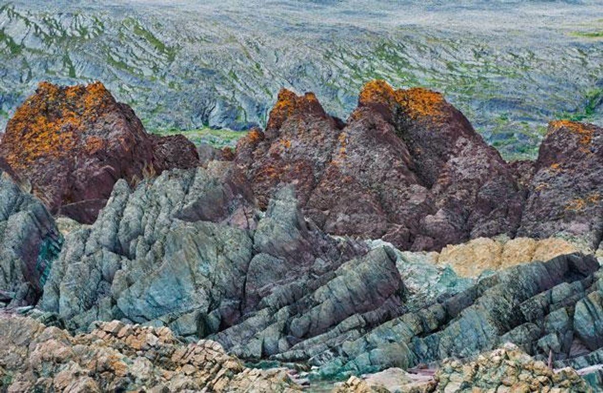 Wind und Wasser haben diese Felsskulpturen auf der Varanger-Halbinsel geformt.