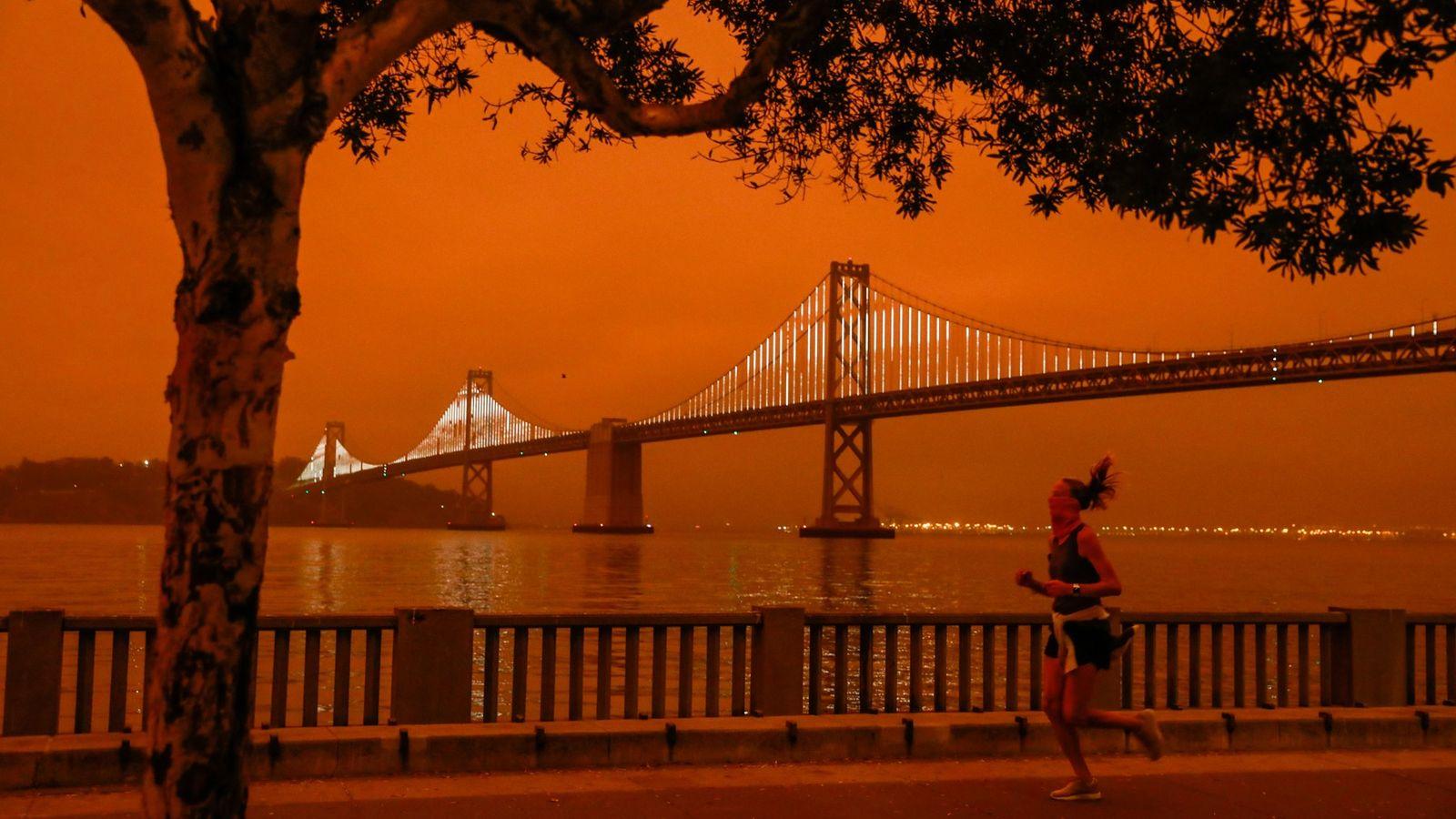 Besonders surreal war die Szene in der San Francisco Bay Area, wo der dichte Rauch der ...