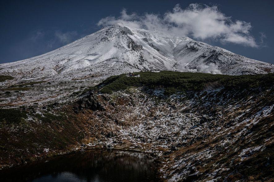 Im bergigen Daisetsuzan-Nationalpark können Besucher seltene Wildtiere, heiße Quellen und eine Vielzahl an Wanderwegen entdecken.